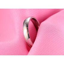 Ezüst színű rozsdamentes acélból készült gyűrű real love felirattal