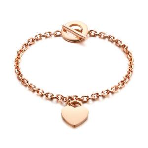 Rózsaarany színű rozsdamentes acélból készült női karkötő szív alakú medállal