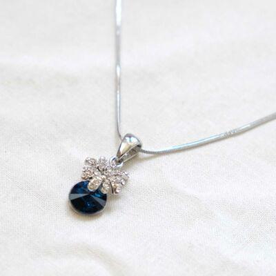 Ezüstözött női nyaklánc,kék csiszolt üveg medállal