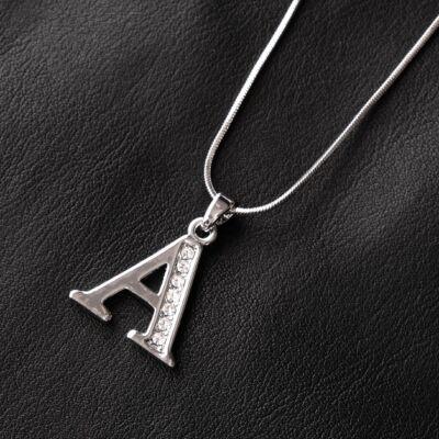 """Ezüstszínű női nyaklánc, """"A"""" betűs medállal"""