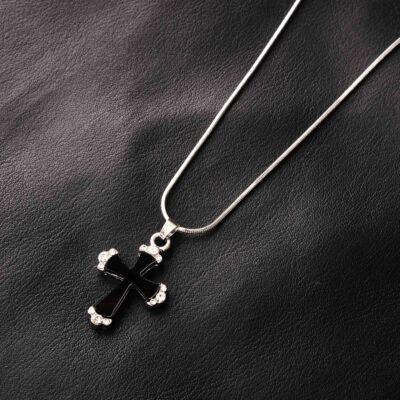 Ezüstszínű női nyaklánc,strasszköves,fekete színű keresztes medállal