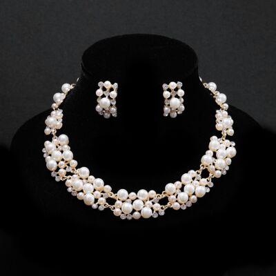 Aranyozott gyöngyökkel díszített női nyaklánc,fülbevaló szett